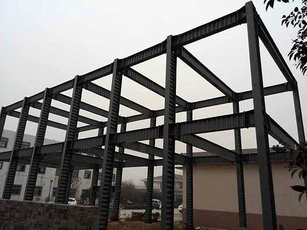 虽然轻型房屋钢结构采用的合金钢的价格要比普通钢高,复合墙体的价格